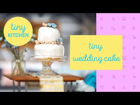 tiny kitchen wedding cake tiny 4th of july bbq tiny kitchen doovi 21017