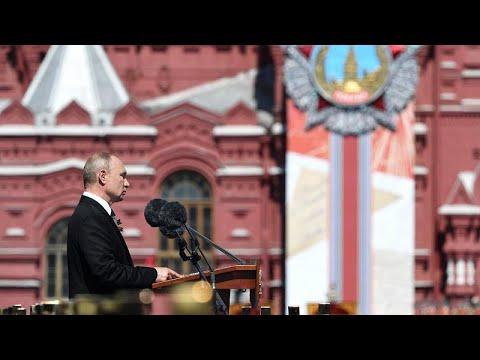 Mosca: Putin festeggia il 'Giorno della Vittoria'