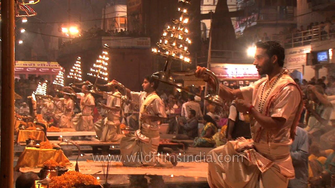Dev Hd Wallpaper Hindu Priests Hold Lit Multi Tiered Aarti Lamps During