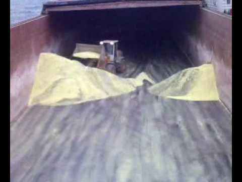 004 - Gran sulphur - cleaning bottom of barge.3gp