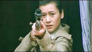 日軍用機槍掃射女殺手,女殺手用狙擊槍打爆日本兵的手雷,炸飛數人還以顏色!