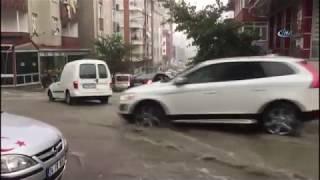 İstanbul'da Şiddetli Yağış! Vatandaşlar Sel Basan Evlerindeki Suları Kovalarla Boşalttı