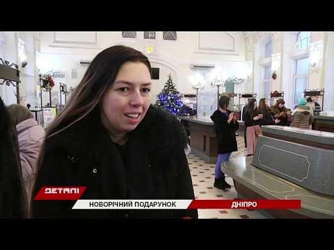 34 телеканал: Актеры днепровского театра Шевченко щедровали на главпочтамте