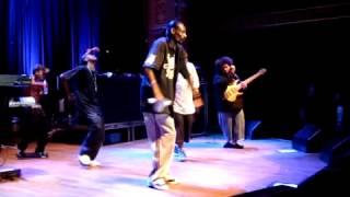 snoop daz kurupt and crew crip walk on stage