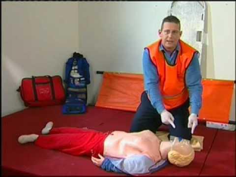 פאמטקס-קורס עזרה ראשונה-הדגמת החייאה