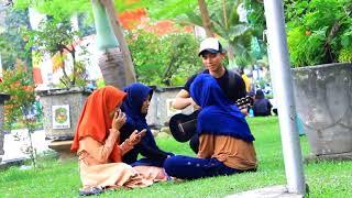 Video VIRAL   Pengamen ini nyanyi lagu Armada Asal Kau Bahagia buat cewek baper cov download MP3, 3GP, MP4, WEBM, AVI, FLV Juni 2018
