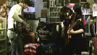 VERONICA   FALLS LIVE AT FLASHBACK RECORDS  NI