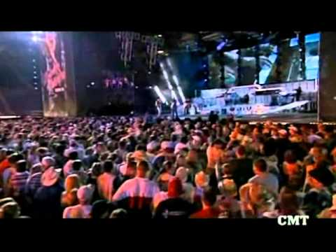 KENNEY CHESNEY & UNCLE KRACKER-DRIFT AWAY-LIVE.wmv