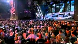 KENNEY CHESNEY & UNCLE KRACKER-DRIFT AWAY-LIVE.wmv