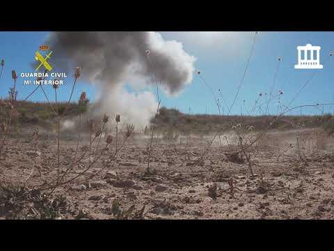 <p>La Guardia Civil de Navarra a través del Grupo de Especialistas en Desactivación de Explosivos (GEDEX), ha destruido recientemente dos proyectiles de artillería en las localidades de Peralta y Castejón.</p>  <p>Los&nbsp; artefactos estaban en avanzado estado de oxidación.</p>  <p>Gracias a la colaboración ciudadana no ha habido que lamentar posibles daños.</p>