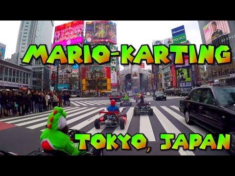 Mario-Karting in Tokyo, Japan