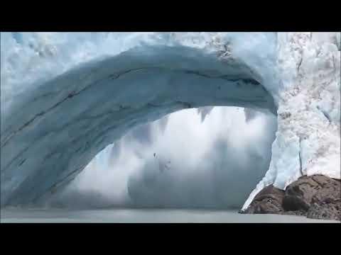 Les images impressionnantes de l'effondrement d'un glacier en Argentine