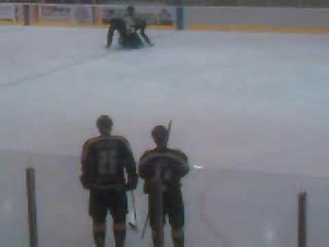 Martens vs Rizzuto-2010 Keystone Cup Jr. B Hockey Fight.