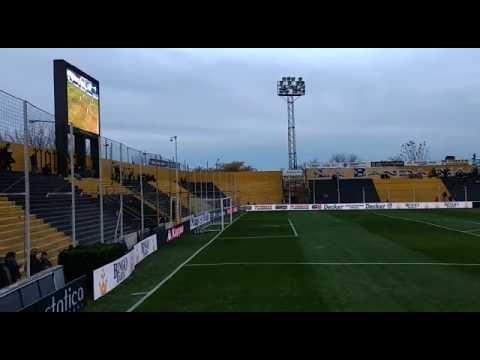 Así se vive el partido entre Quilmes y Arsenal en el Carminatti.