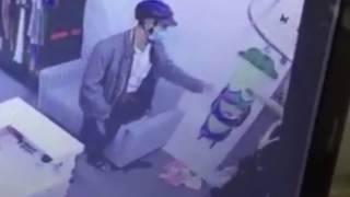 3 mẹ con chủ shop thời trang quỳ lạy tên cướp có dao xin tha mạng ở TP.HCM