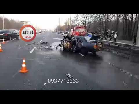 Смертельное #ДТП в Киеве на улице Братиславская: столкнулись автомобили #Форд и внедорожник #Mitsubi