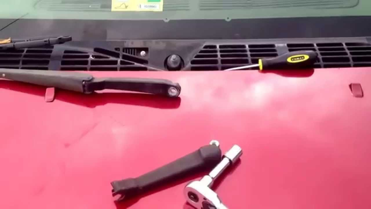 Removing a 99 GMC Jimmy wiper arm - YouTube