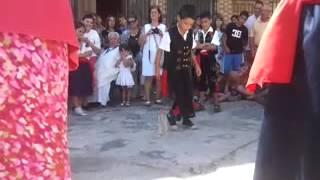 Sergio bailando la botella
