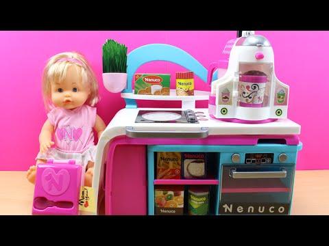 Cocinita de NENUCO | Juguetes de Muñeca Nenuco en español | Cocinita y comiditas de juguete