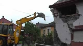Lakatlan ház fala dőlt ki Demecserben