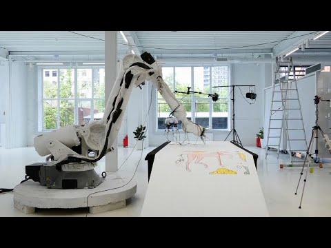 Rusia: Rediseñan robot para crear arte