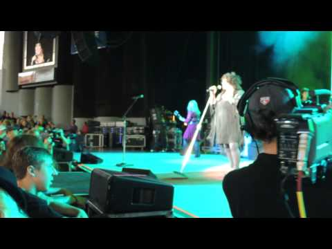 """Barracuda"" - Heart  July 19, 2013, DTE Energy Music Theatre, Clarkston, MI."