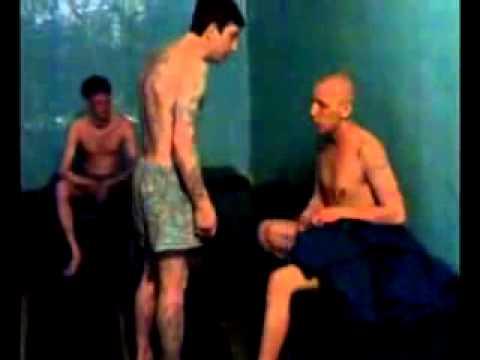 Секс в местах заключения видео, телочка пытает еблей связанного порно