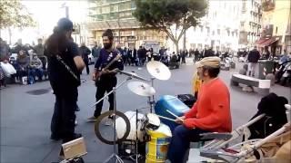 Street-Music-Art a Napoli Strepitosa rock band in piazza Carità-Salvo D