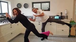 כמה מוצלח לרקוד במטבח