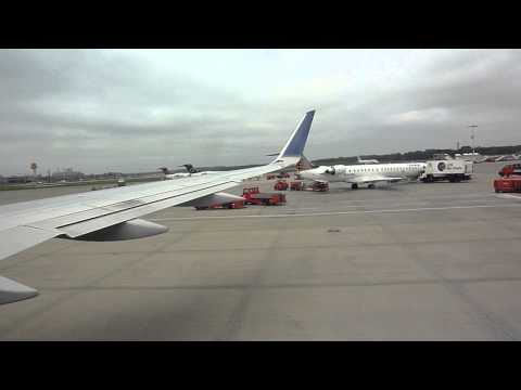 Continental Airlines B757 push back and take off at Hamburg Airport