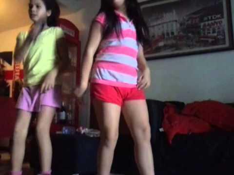 Bailando muy sensual con un corta falda frente a la web cam - 1 9