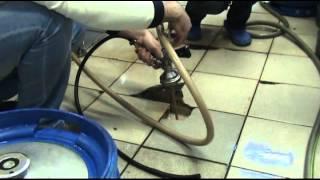 Розлив пива(Мойка кег, розлив пива в кеги. Пивоварня Эммер, Красноярск., 2013-08-25T07:17:33.000Z)