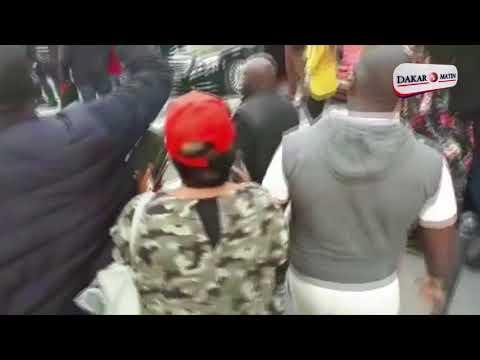 Manifestation: La voiture, le cameramen et un corps du corps de Macky Sall enfarinés à Paris