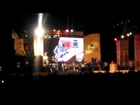 Lin Lin sing Lay Phyu song in Taunggyi Ta Saung Ti