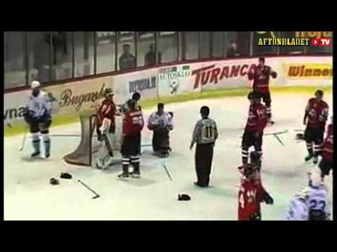 Nitra vs Donbass Donetsk : Goalkeeper goes bananas (2011-08-11)