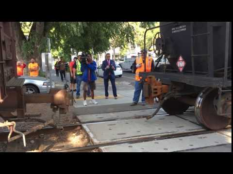 Crews fix the coupling of train that stalled on midtown tracks