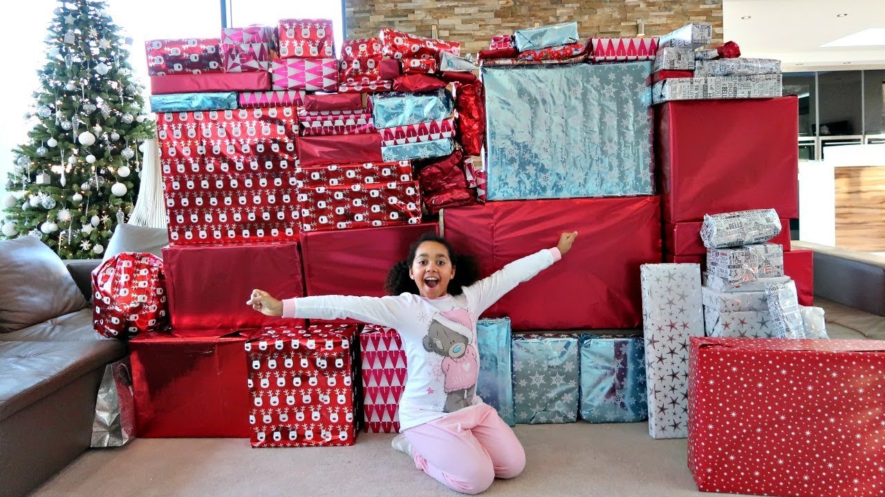 Hundreds Of Christmas Present Opening 2020 Christmas Morning Tiana And Family Opening Presents   Toys AndMe