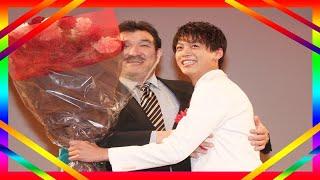 俳優の竹内涼真が、一年を通して優秀な活躍をした俳優や映画・ドラマ等...