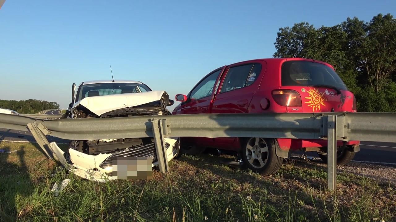 Kirepült az autóból és életveszélyesen megsérült a Toyota elé kihajtó Ford vezetője Sárvárnál