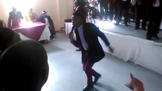 Luthando Matodlana - Aphakama Amazulu ( Live )