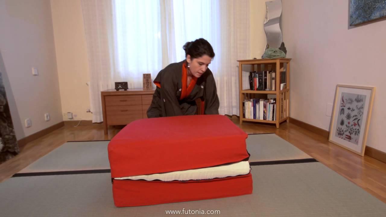 C mo ahorrar espacio en casa el puff convertible o cama supletoria futonia youtube - Puff convertible cama ...