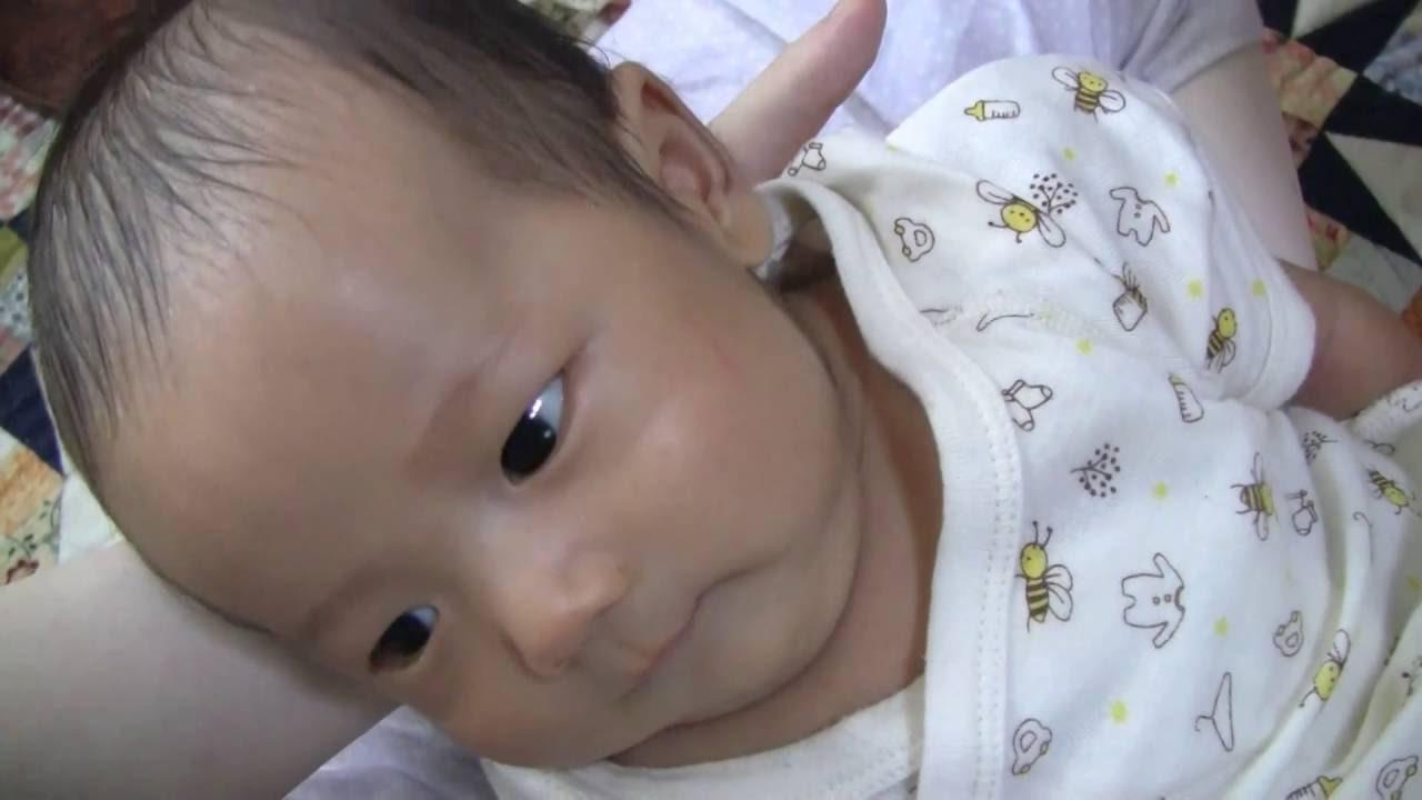 新生児 笑顔の後うんちをきばる顔がかわいい おもしろ映像 生後