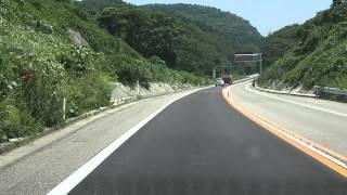 のと里山海道を車で通過すると音が流れる場所がある。 下り線、別所岳PA...