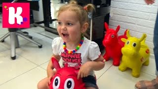 VLOG прыгаем на резиновом ослике детский магазин зоомаркет jump on toy donkey kid's store zoo market