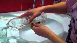 Чистим раковину | Сода и уксус | Икея в нашей ванной | Хуторянка(Всем привет. С вами снова Вера и в этом видео мы будем отмывать мою раковину при помощи фаберлика для ванных..., 2015-03-24T21:36:08.000Z)