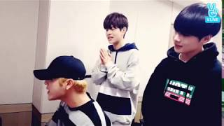 Video STRAY KIDS WOOJIN SINGING TO DAY6'S I SMILE download MP3, 3GP, MP4, WEBM, AVI, FLV Maret 2018