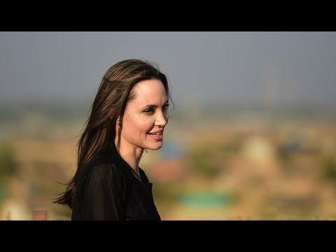 Анджелина Джоли навестила