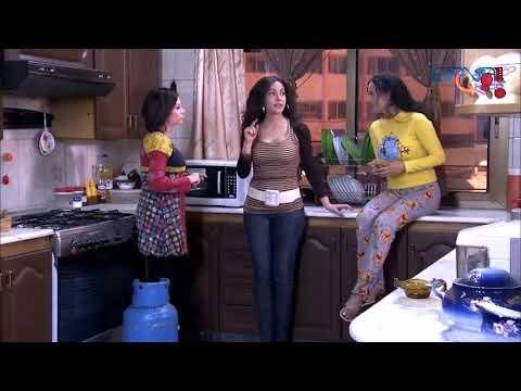 عرض ازياء لليلى بالمطبخ قدام الصبايا -  نسرين طافش  - صبايا  -  الموسم الاول