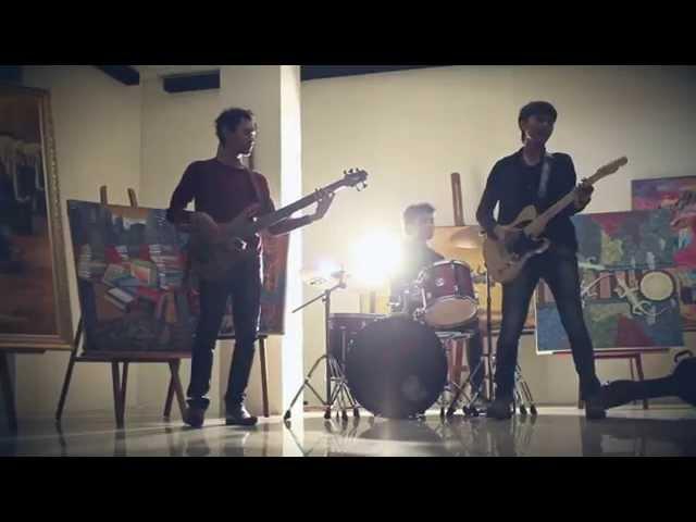 Resonansi - Running Behind You MV