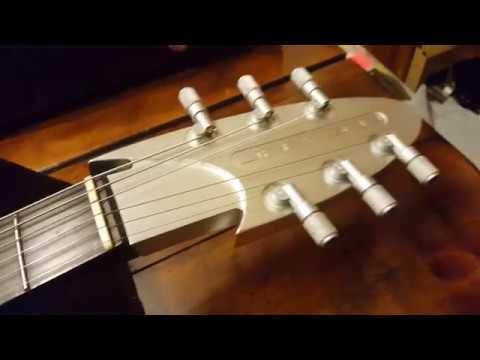 JACKSON USA CUSTOM SHOP ALUMINUM ROSWELL RHOADS ALUMINIUM ALIEN GUITAR UP CLOSE DETAILS VIDEO REVIEW